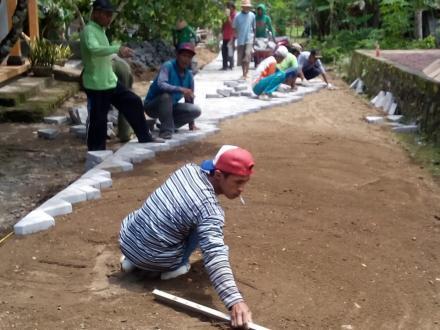Padat Karya Tunai Mengangkat Perekonomian Masyarakat