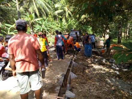 Pembangunan Jalan Desa Karanggandu RT 27-29